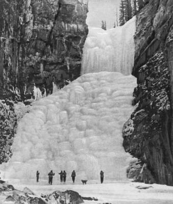 Водопад на р гутара в саянах зимой